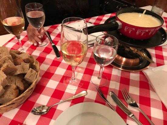 Stadtkeller Swiss Folklore Restaurant: photo1.jpg