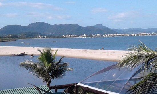Costa Norte Ponta Das Canas Hotel Florianopolis: vista desde la habitacion, la laguna frente al hotel y mas alla la playa