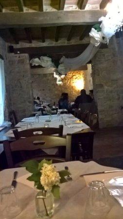 Pellegrino Parmense, Italy: Interno locale