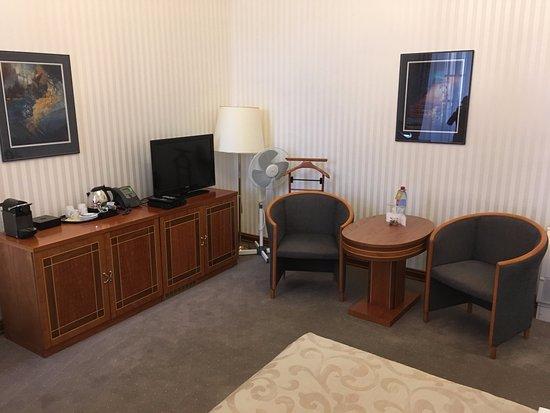 plenty of room in the bedroom bild von hotel pod vezi. Black Bedroom Furniture Sets. Home Design Ideas