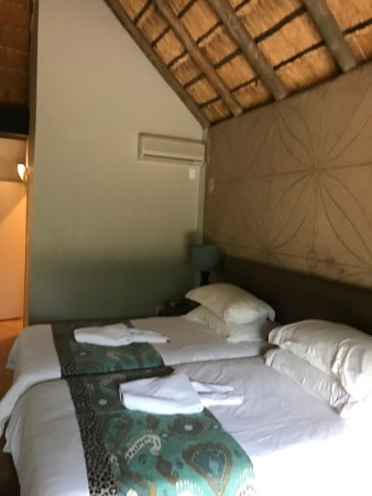 Mabula Private Game Reserve, Sudafrica: Thatch roof room