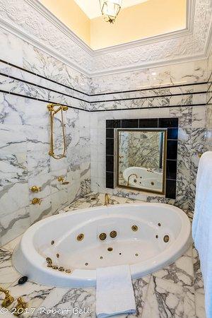 Medlow Bath, Australia: Spa in Room 401