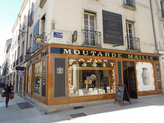 "Parcours de la chouette : One of the many ""classy"" Mustard shops."