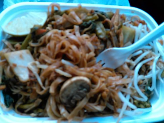 Plainsboro, Νιού Τζέρσεϊ: Pad Thai,What is the Lime doing on the upper L corner,noodles takes like Soy sauce :Pad Thai rea
