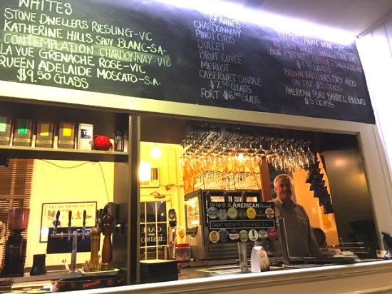 Creswick, Australia: The bar (with publican)