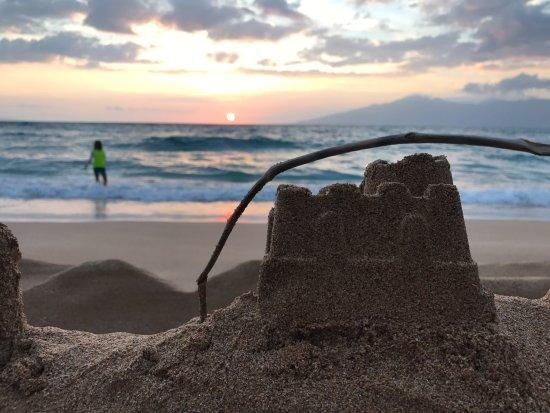 Napili Kai Beach Resort: beach steps from our room