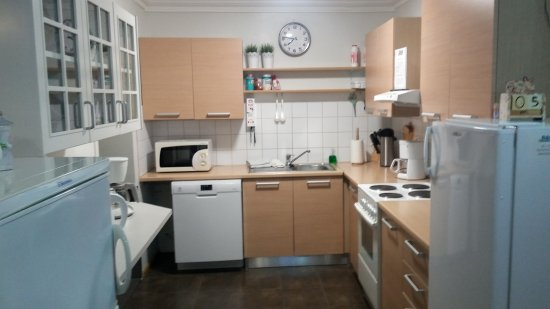 B&B Guesthouse: Kitchen area open all day!