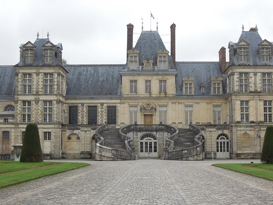 The horseshoe staircase of chateau fontainebleau picture of chateau de fon - Le chateau de fontainebleau ...
