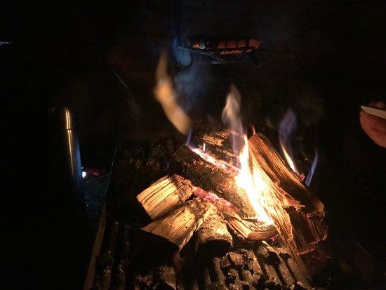 Pyhatunturi, Finnland: barbecuing sausages
