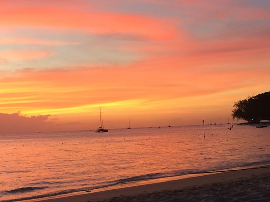 Holetown, Barbados: Another sunset at the Discovery Hotel beach