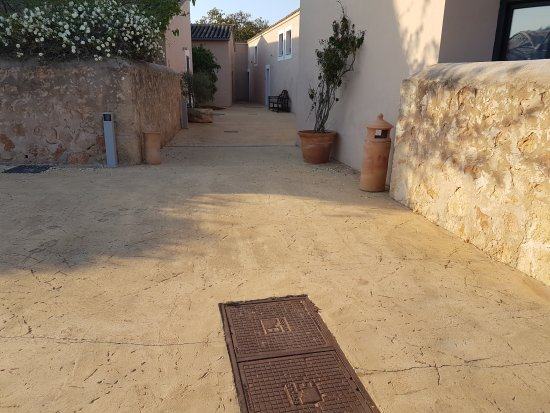 Hilton Sa Torre Mallorca: Ally from car park