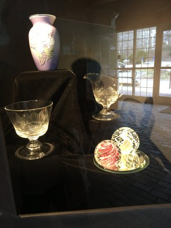 Sandwich Glass Museum: Gift shop items for sale