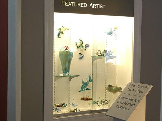 Sandwich Glass Museum: Featured artist display