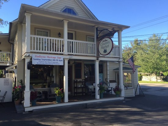 True old fashioned friendliness at the hadlyme country for Old fashioned general store near me