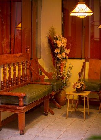 Hostal Los Uros: loby primer piso