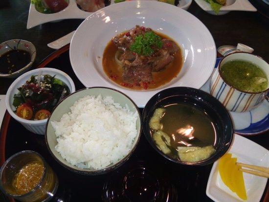 Dusit Thani Manila: Gohan set and Kaisou salad