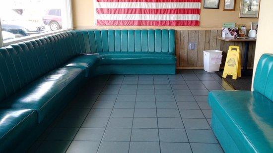 Millbrae, CA: Waiting area