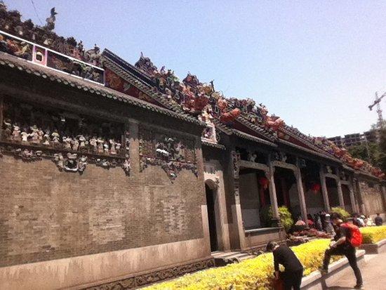 Chen Clan Ancestral Hall-Folk Craft Museum: Vista frontal da Chen Clan Academy