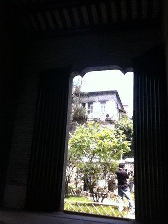 Chen Clan Ancestral Hall-Folk Craft Museum: Detalhe dos jardins que circundam a Chen Clan Academy