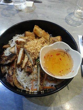 Box Hill, Australia: Grilled lemongrass chicken Bun with Tien Dat Spring Rolls