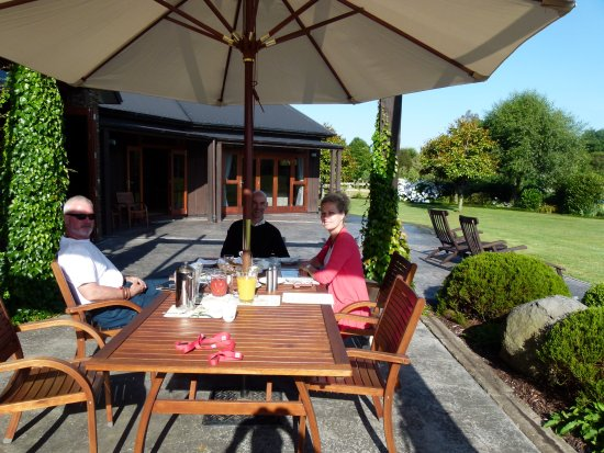 Hadleigh Boutique Lodge: Breakfast Al Fresco