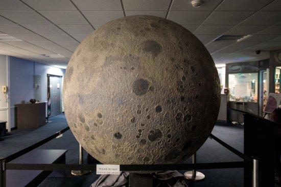 Centerport, NY: Moon Model