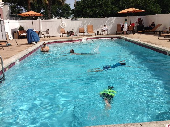 Fairfield Inn & Suites Orlando Lake Buena Vista: Nice little heated pool for relaxing