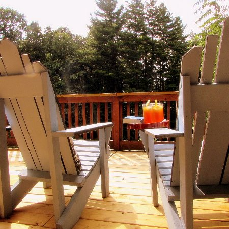 Waynesville, NC: Relax in a couple of Adirondack chairs on the deck