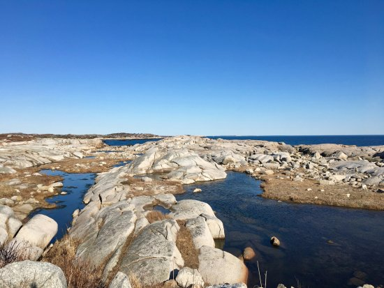Peggy's Cove, Canada: Take a walk over the rocks. Beautiful