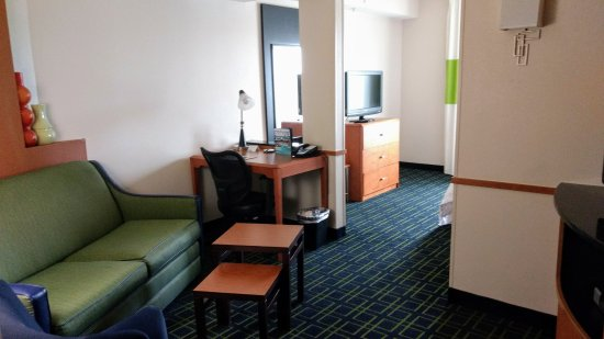 Fairfield Inn & Suites Morgantown: Living area