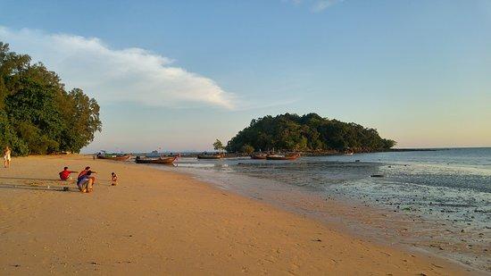 Nong Thale, Thailand: coté ouest de la plage, belles lumières de fin de journée