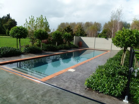 Hadleigh Boutique Lodge: 13m lap pool