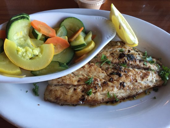 North Miami, Floryda: Grilled snapper with steamed vegetables