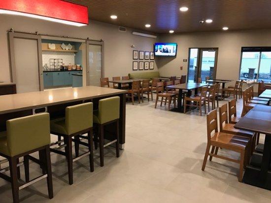 Indianola, IA: Breakfast Dining Room