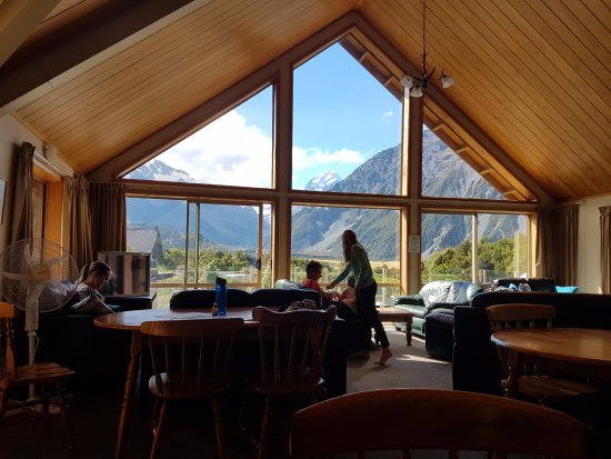 Aoraki Mount Cook Alpine Lodge: Common area together with the dining area