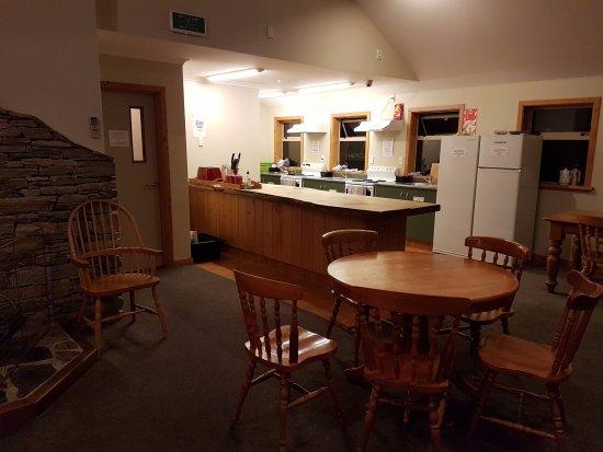 أوراكي ماونت كوك ألبين لودج: Common kitchen