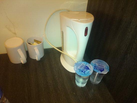 Seri Costa Hotel-Resort: Kettle had a broken lid