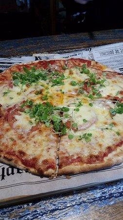 Salute Taupo Cafe & Deli: margarita pizza yummo