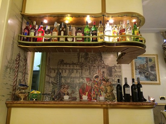 HOTEL OLIMPIA Venice: A quick one at the Bar...