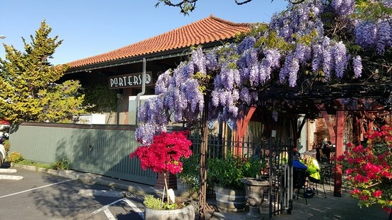 Porters - Dining at the Depot: Porters in bloom