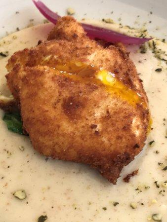 Ristorante Alegra: uovo fritto con besciamella di formaggio