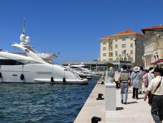 Venezia Lines High Speed Ferry International Transport : 高速船が発着するポレチュ港