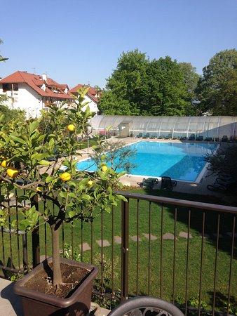 pool von der terrasse gesehen bild von hotel steiner laives leifers tripadvisor. Black Bedroom Furniture Sets. Home Design Ideas