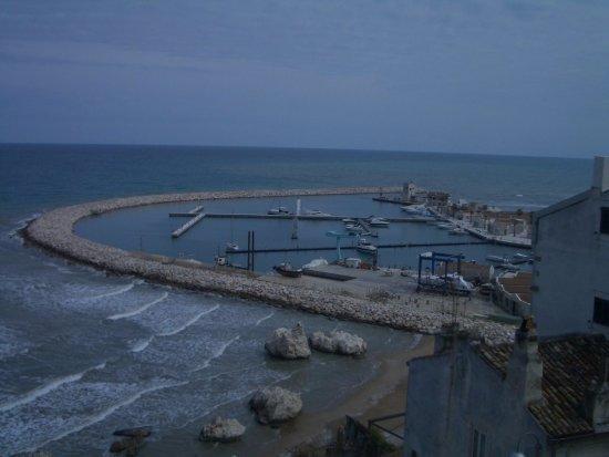 Rodi Garganico, Italie : panorama del porto