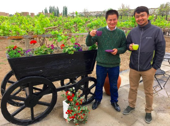 Turpan, Chiny: Tahar and Askar; morning coffee