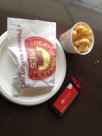 Sutton Forest, Australia: Pie and chips