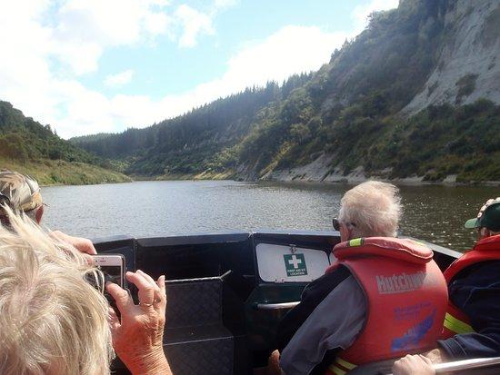 Manawatu-Wanganui Region, Nya Zeeland: Travelling up to The Bridge to Nowhere with Whanganui River Adventures