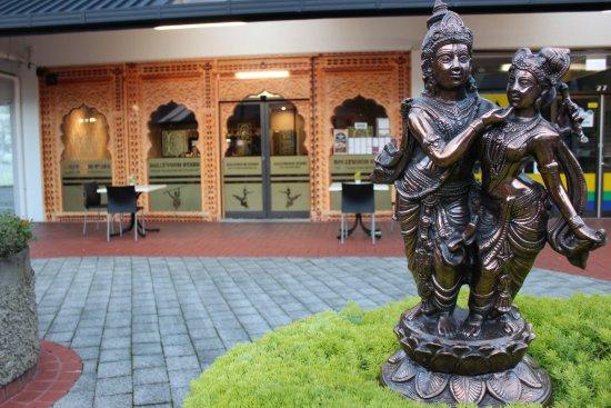 Bollywood Stars Indian Tandoori Restaurant: HI  !!!