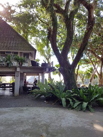 Silay City, Filipinas: The main dining area that also includes a bar