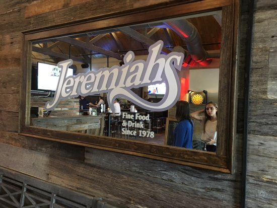 Penfield, Estado de Nueva York: Jeremiah's Tavern - sign in mirror
